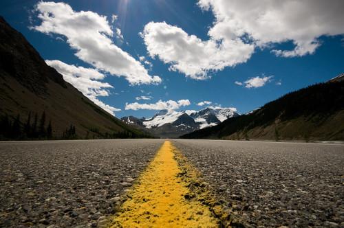 colina-estrada-horizonte-nuvens-paisagem-Favim.com-266375